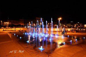 Fontana Marina notturna (foto Ibelli)